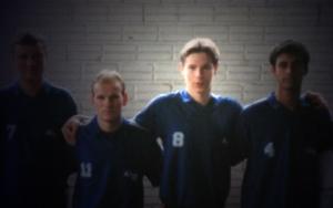 Rodrigo e seu time de futebol da escola!
