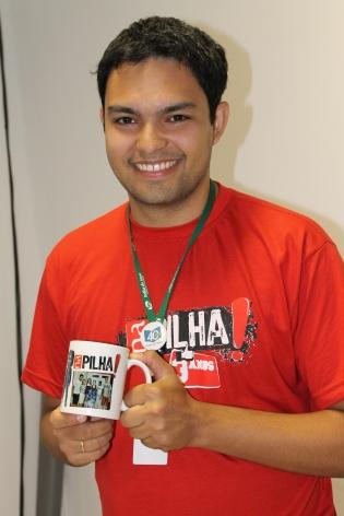 Luis ganhou a caneca personalizada que tanto queria