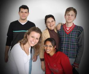 Um dos clicks para o expediente: Nando, Nega, Gean, Ana Carolina e Déia