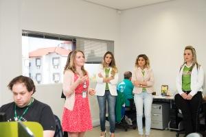 A gerente de produtos, Ana Flávia Hantt, apresentou os setores da empresa