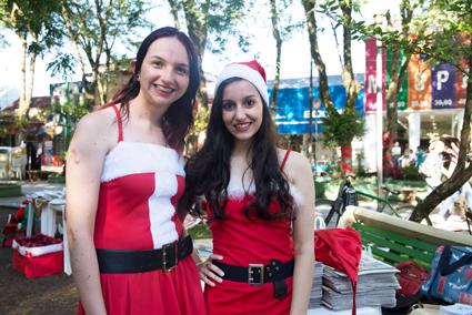 Scheila e Mari foram as mamães noelas no 'Natal para ser Solidário'