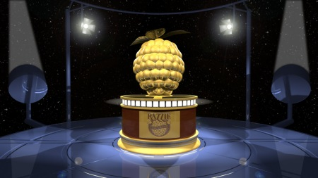 """O """"prêmio"""" é uma framboesa de plástico sobre um filme Super 8 pintado de tinta dourada, com valor aproximado de US$4,97"""