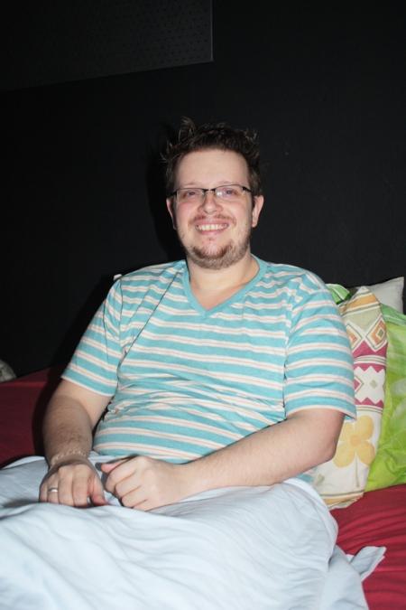 Joel se recupera do grave acidente, mas não tira o sorriso do rosto