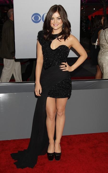 Lucy Hale vestindo seu belíssimo 'pretinho básico'!