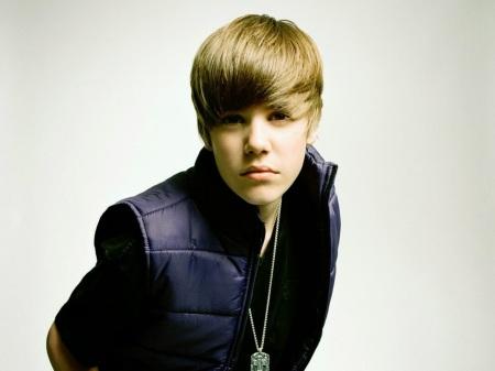 """Em 2007, ele iniciava a carreira com o hit """"Baby"""""""