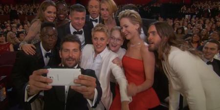 A 'selfie' mais famosa do mundo. Podemos ver ali a própria Ellen DeGeneres, Angelina Jolie, Brad Pitt, Julia Roberts, entre outros.